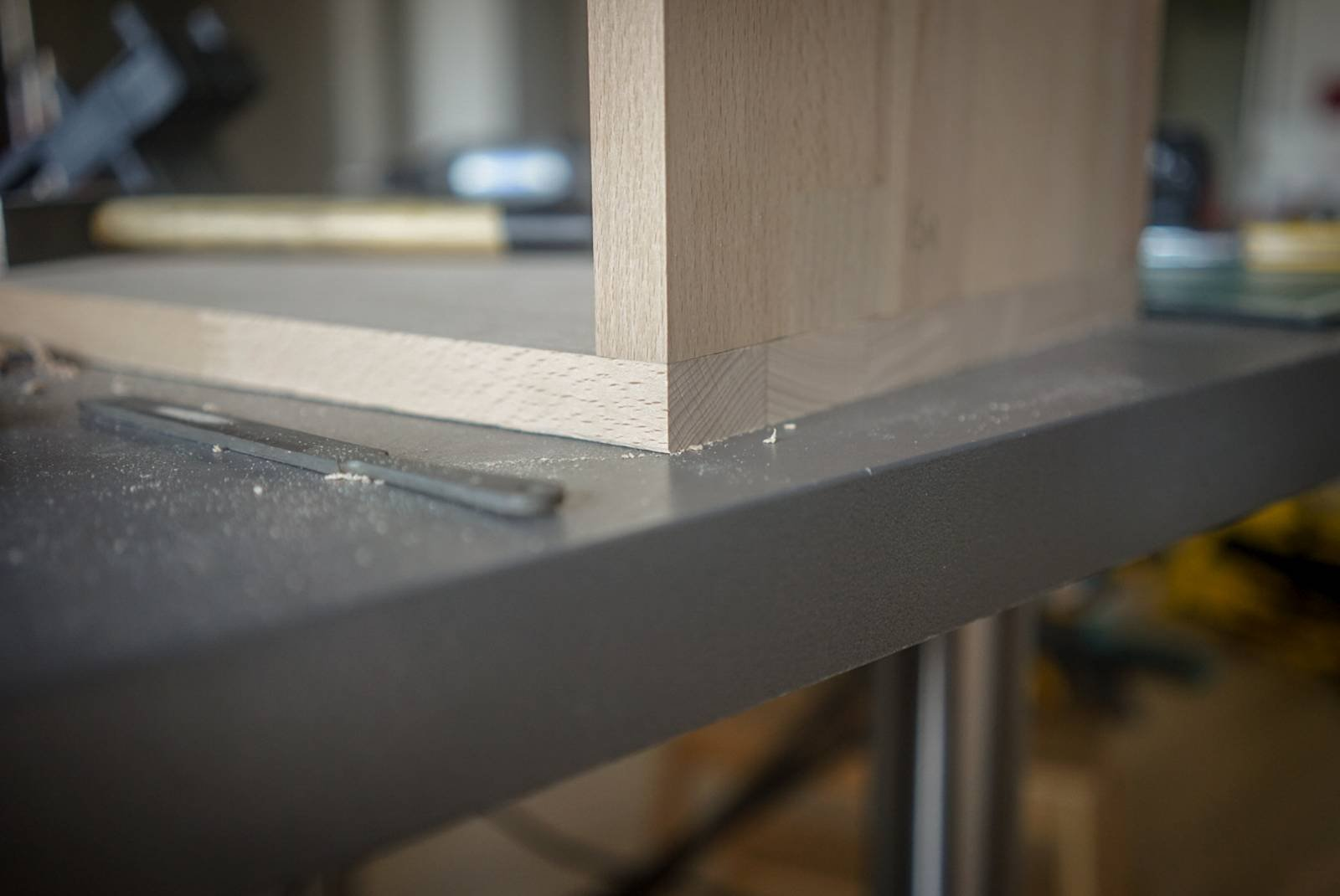 Two planks of beech wood forming a square angle, precisly adjusted